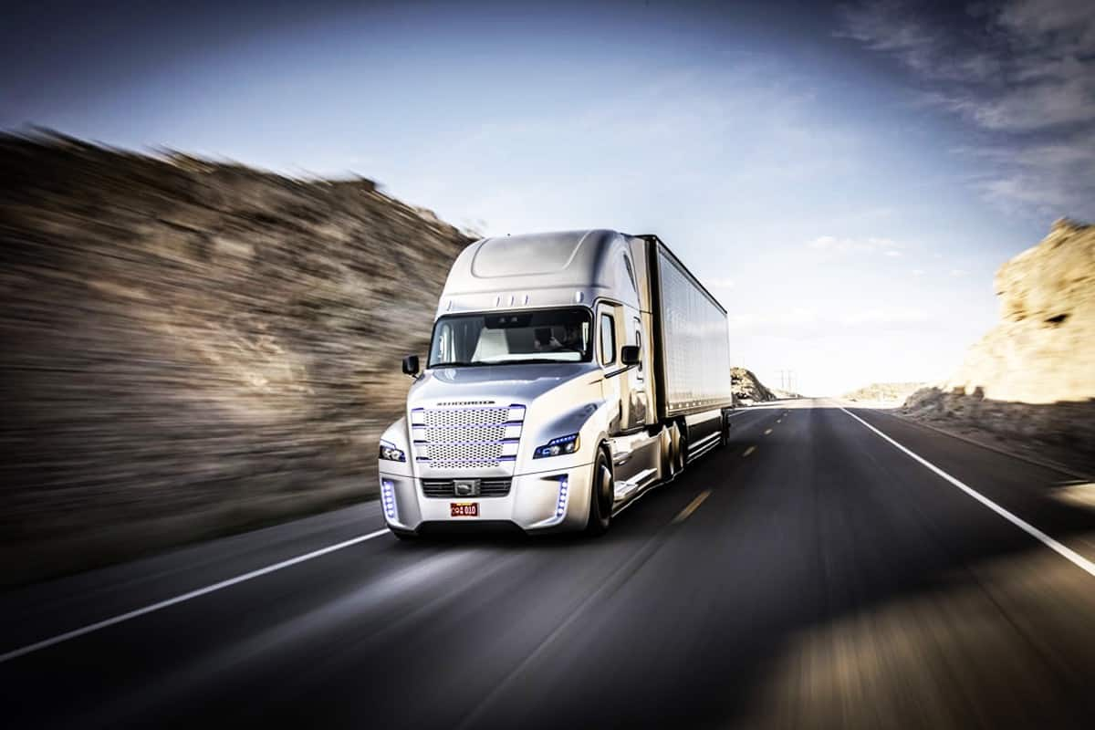 How Far Do Truckers Drive In A Day? (Miles and Hours) – Big Rig Pros